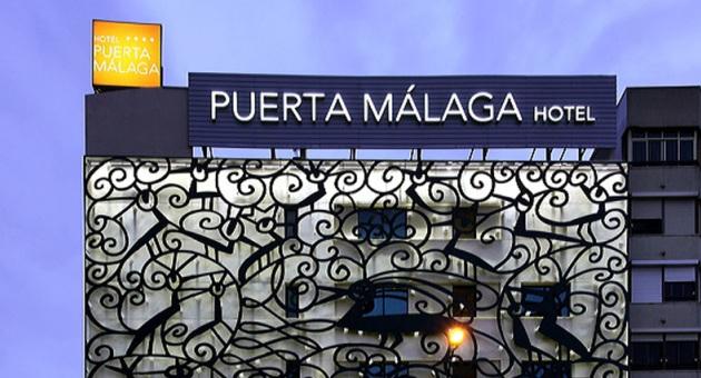 med-hoteles-puertamalaga-hotel-fachada-nocturna-564